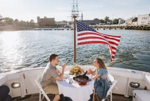 couple dinner boat